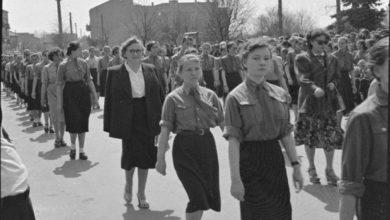 Photo of Pierwszomajowy pochód w Radomsku. Tak świętowali w latach 50-tych [FOTO]