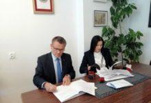 Photo of Podpisali umowę na dofinansowanie przebudowy drogi z Przedborza do Piskorzeńca