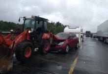 Photo of Wypadek na DK1. Opel uderzył w maszynę budowlaną