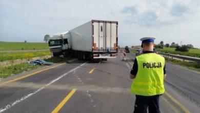 Photo of Zderzenie dwóch ciężarówek na DK 1. Kierowca zasnął w czasie jazdy