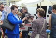 Photo of Anna Milczanowska na targowisku zachęca do głosowania na Andrzeja Dudę