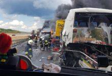 Photo of Zderzenie autokaru i ciężarówek. Ponad 30 osób rannych