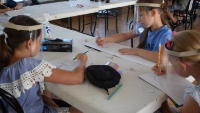 Photo of Warsztaty w MDK. Dzieci tworzą w drewnie postacie