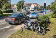 Photo of Kolizja na ulicy Piastowskiej. Motorower wjechał w samochód