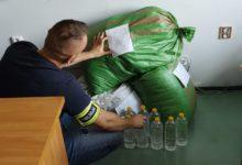 Photo of Radomszczańscy policjanci zabezpieczyli nielegalny alkohol, tytoń i broń